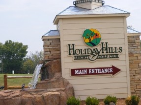 Holiday Hills Entrance sign
