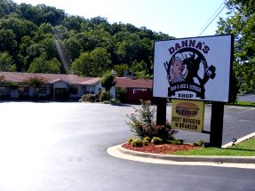 Danna's Barbecue on Hwy 165